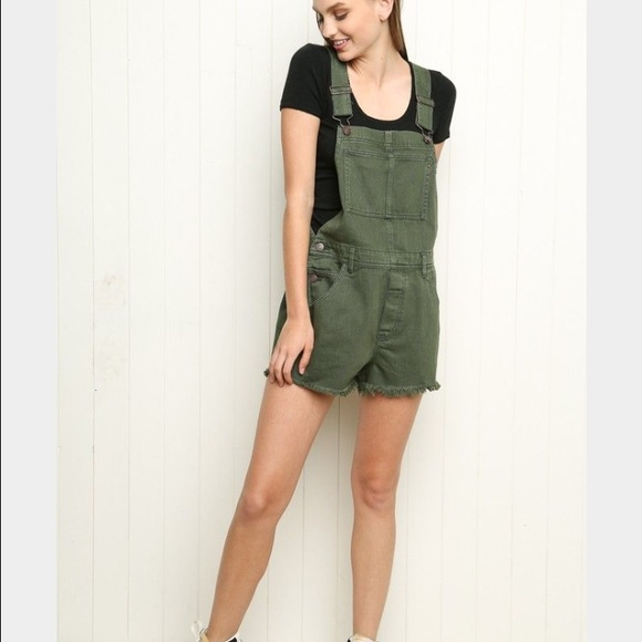 Women's Short Overall Romper with Pocketed Bib